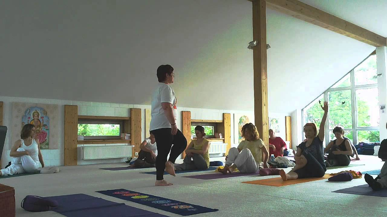 Yoga Mit Musik Padma Und Janmejaya Divyatirtha In Yoga Vidya Nordsee Youtube