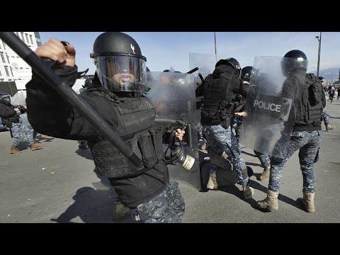 شاهد: مواجهات بين الأمن والمحتجين في بيروت على خلفية جلسة نيابية …  - نشر قبل 34 دقيقة