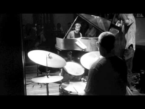 """Max Senitt Trio - """"Solar"""" (in 7/4) Live at Thelonious Jazz Club in Chile."""