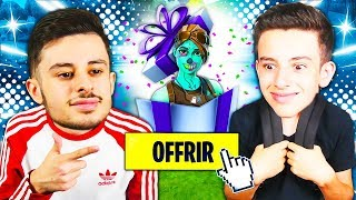 I OFFER MY FIRST GIFT TO MY LITTLE BROTHER ON FORTNITE! HIS SKIN IS PREFERRED... 😱