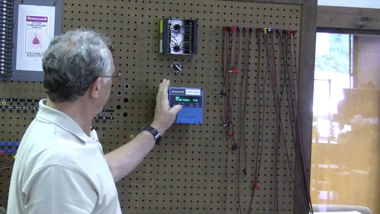 bob explains honeywell s 7800 burner control youtube rh youtube com Honeywell RM7800 Manual Honeywell Controller Wiring