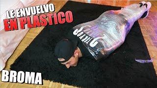 LE ENVUELVO EN PLASTICO Y NO SE PUEDE LEVANTAR DEL SUELO!! BROMA INESPERADA [bytarifa] thumbnail