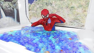 Spider Man Popping 1000 Water Balloons! #2