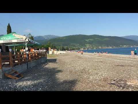 Пляж в Цандрипше. Абхазия. Июнь 2021.
