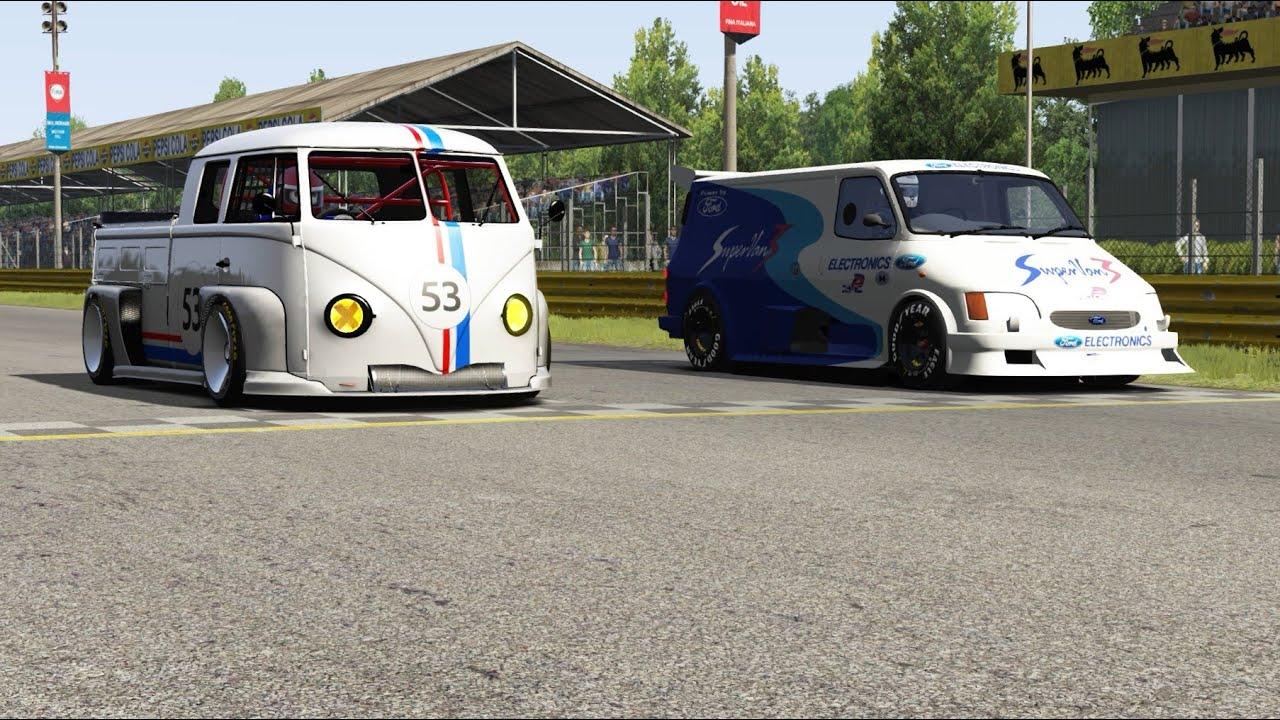 Ford Transit Superva 3 vs Volkswagen T1 Transporter LM917K at Old Spa