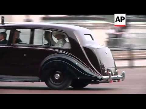 Newlyweds leave in vintage sports car, Earl Spencer reax
