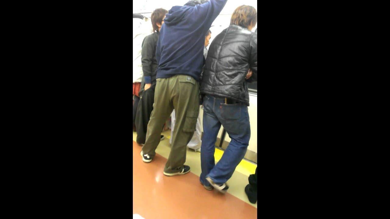 【キチガイDQN動画】電車内で酒盛りしてたDQNに杖持ち中年男性が注意→DQN逆ギレで口論!「障害者は黙れジジイ!!!」