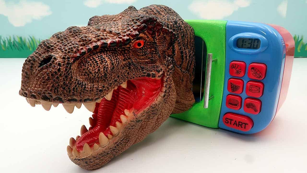 Dinosaur Heads In Microwave Oven! Tyrannosaurus, Triceratops