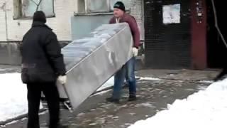 Грузчики Кременчуг, грузоперевозки(Погрузка холодильника при квартирном переезде. Заказать услуги грузчиков в Кременчуге можно по нижеуказа..., 2014-08-14T17:24:49.000Z)