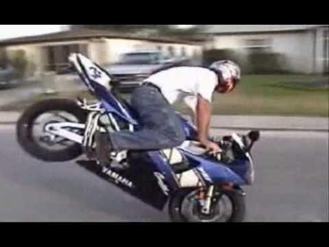 video divertente cadute in moto impennate ed acrobazie youtube. Black Bedroom Furniture Sets. Home Design Ideas