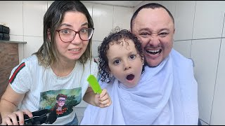 Dany cortou o cabelo do papai? e do Cadu também?
