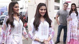 Saiee Manjrekar seen Widout MAK€-Up in lndian Look @Dabangg 3 Shoot Wid Salman Khan- Looks Butiful