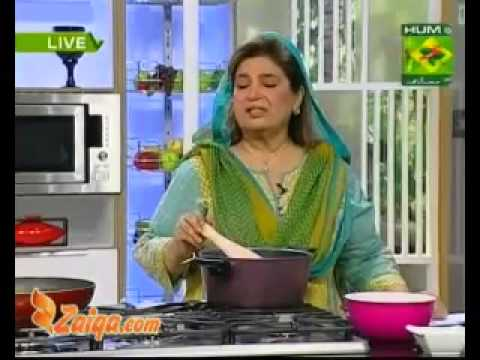 Aloo Ki Bhajia, Channay Ka Salan, Halwa And Puri by Shireen Anwer