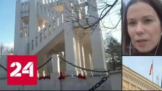 Смотреть видео Жители Мурманска несут цветы к стихийным мемориалам - Россия 24 онлайн