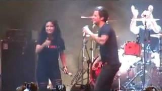Download lagu SIMPLE PLAN Feat Tantri KOTAK Jet Lag live in Jakarta 2012 MP3
