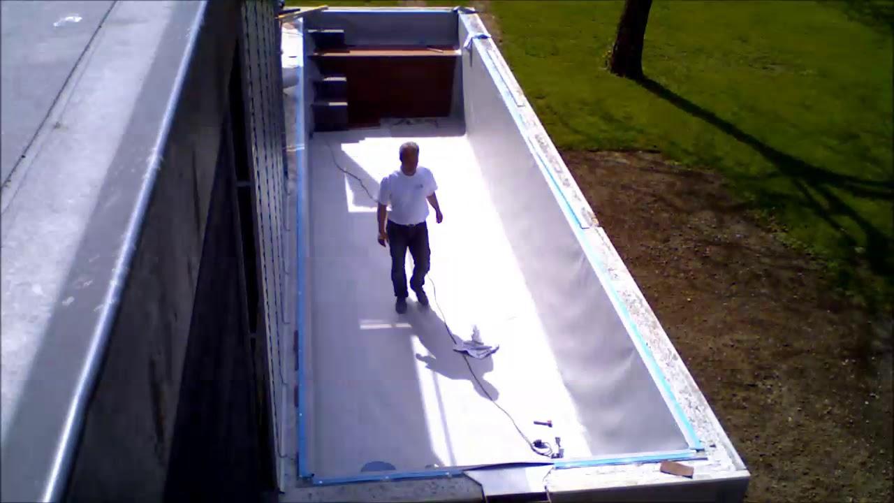 Poolbau mit Pool-Profi24.de Der Pool wird an das Haus gestellt.