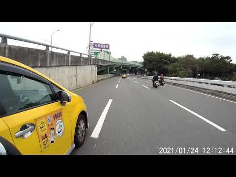 違規變換車道 計程車