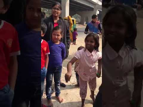 Helping hands team with Delhi slum kids & students-2