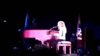 Avril  Lavigne Live in Malaysia 08 *When you're gone* Mp3