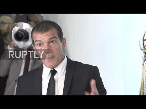 Russia: Antonio Banderas exhibits photography in Moscow