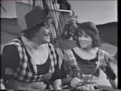 "Elisabeth Granneman og Wenche Myhre synger ""Friendship"""
