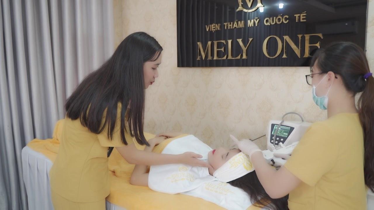 Phương Hoa - Không chỉ là mẫu ảnh mà cô nàng còn có tài năng về lĩnh vực MC