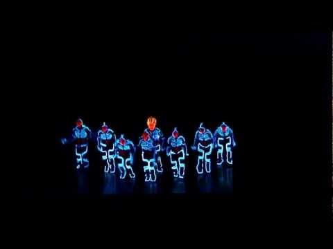 Amazing Tron Dance performed by Wrecking Orchestra - Как поздравить с Днем Рождения