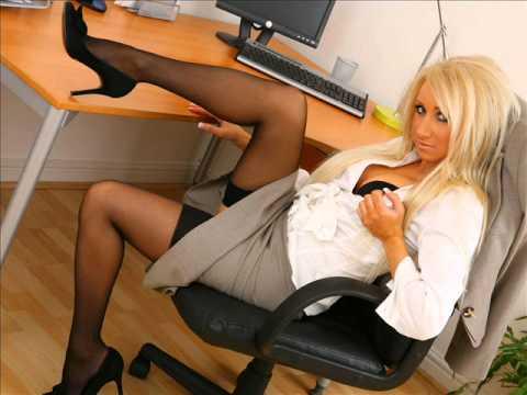 смотреть секретаршу на столе