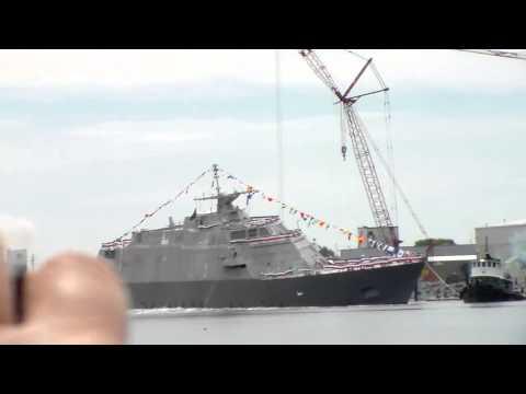 Lançamento de um Navio Militar