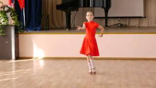Ча ча ча танцуют дети.  Девочки соло