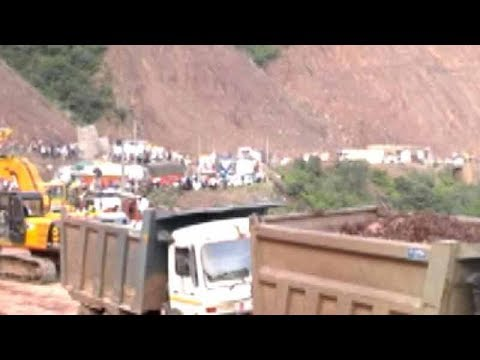 Landslide blocks Jammu-Srinagar highway, commuters stranded