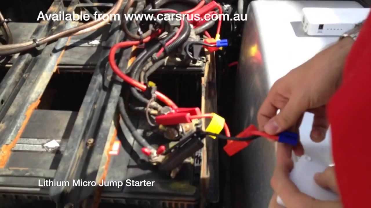 Micro Jump Starter Starts Flat Battery On Daf Truck
