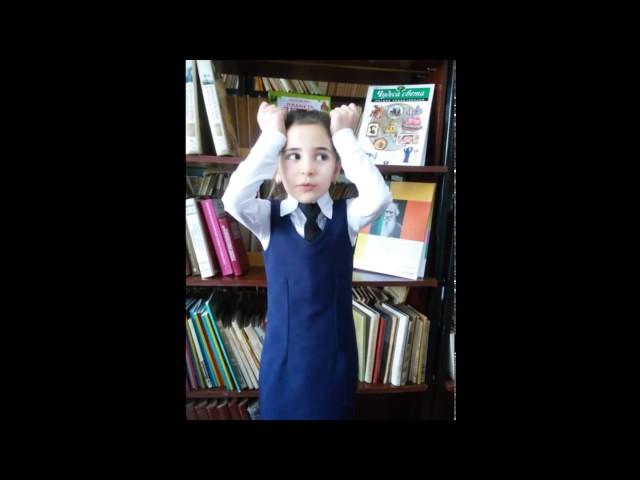 Изображение предпросмотра прочтения – СаидаКартлыкова читает произведение «Мартышка и очки» И.А.Крылова