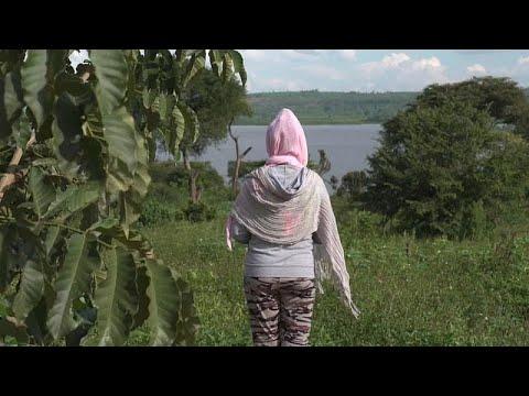 طالبة لجوء تروي معاناتها في ليبيا قبل انتشالها من عصابات الاتجار بالبشر…  - 23:58-2020 / 7 / 31