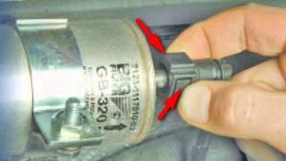 видео Замена топливного фильтра на Ладе Калине и Гранте