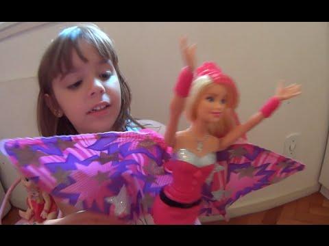 Barbie  Super Princesa (Super Pink) boneca do filme  Barbie in Princess Power filha brincando