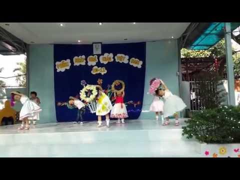 Mầm CS2 múa Ba thương con trường mầm non Hoa Hồng Đỏ (2)