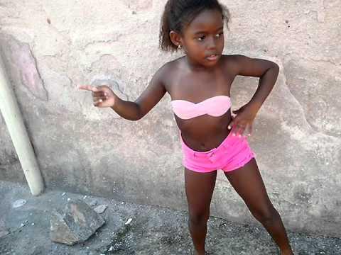 Jhulia Raquel Dançando Bang da Anitta !