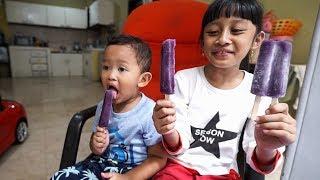 Naik sepeda beli es krim Paddle Pop Duo Anggur