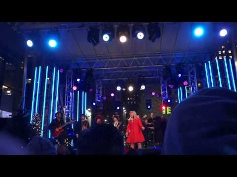 Kelly Clarkson: Run Run Rudolph Live