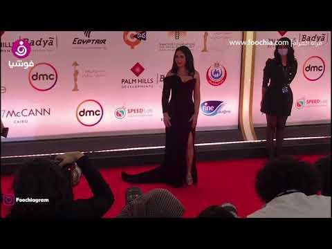 ابنة منى زكي وأحمد حلمي تخطف الأنظار بمهرجان القاهرة السينمائي