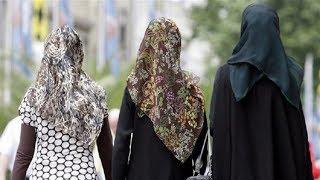 В Казахстане школьниц в платках оставили на второй год.