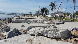 """Dân khốn khổ đi lại vì đường ven biển bị bão """"băm nát"""""""
