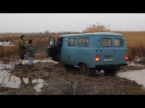 Новогодняя прогулка на речку 1 января.  УАЗ застрял в грязи. Полная версия