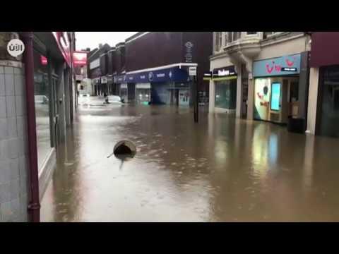 العاصفة دينيس تضع بريطانيا في حالة تأهب قصوى عقب وصول خطورتها للدرجة الحمراء  - نشر قبل 1 ساعة