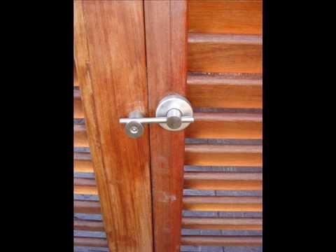 Vallas y puertas de madera de youtube for Puertas en madera para exteriores