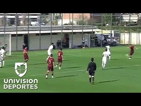 Formidable bombazo de Francesco Totti que la cámara casi no puede registrar