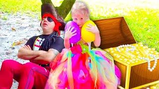 Stacy sammelt Überraschungseier und Spielzeug