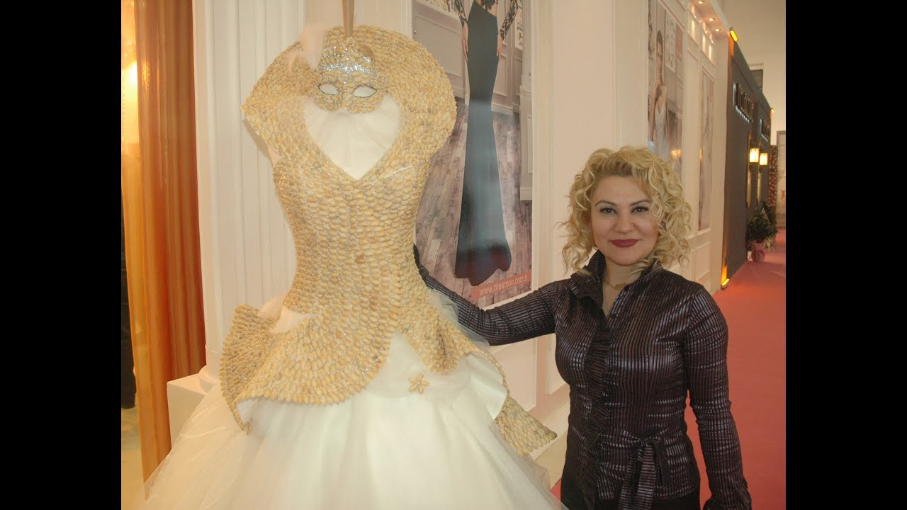 Brautkleid bestückt mit 5000 Pistazienschalen - IF Wedding Fashion ...