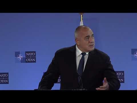 Мирът и дипломацията трябва да бъдат нашата цел независимо, че се намираме в най-силната отбранителна централа в света – НАТО. Винаги започваме със силата и възпиращата роля на Алианса. България се намира на много уязвимо място, страдали сме. Единственият надежден партньор, който ни пази, е НАТО. Докато има НАТО, аз ще съм сигурен и в суверенитета на България.